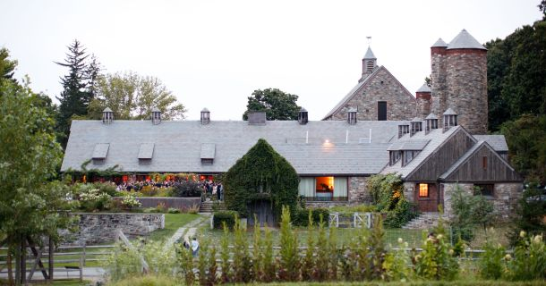 635635958895051378-blue-hill-at-stone-barns-exterior-ira-lippke-photographer